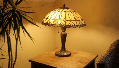 Tiffany Lamp: Quarterly Earnings Illumination