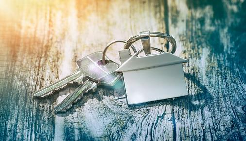 House-shaped keychain with two keys