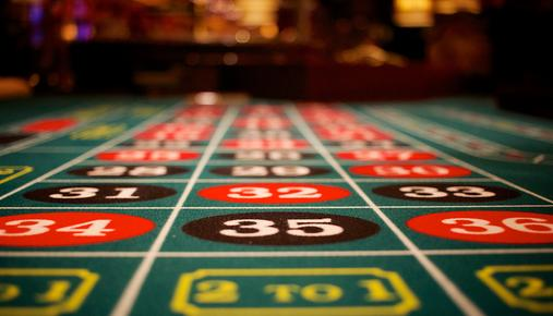 Gambling Table: MGM to Report Quarterly Earnings